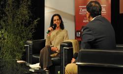 Ministra de Economía y Finanzas Azucena Arbeleche y el periodista Leonardo Bolla