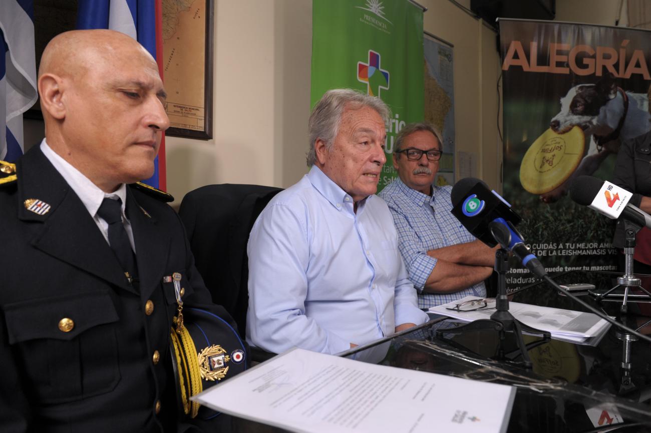 Pie de foto: Jorge Quian en conferencia de prensa en Salto