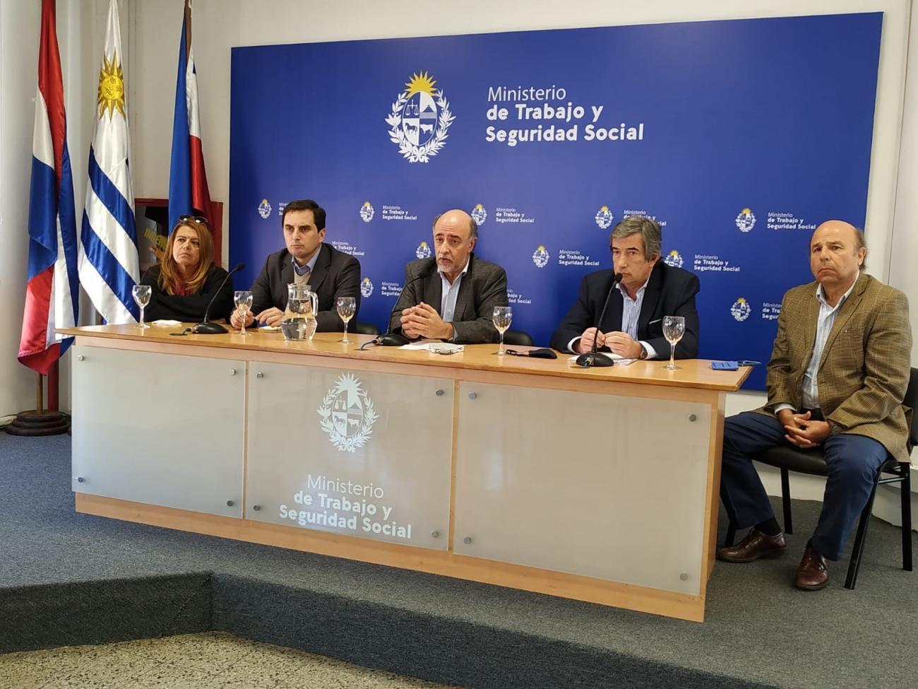 Conferencia de prensa del ministro de Trabajo y Seguridad Social Pablo Mieres