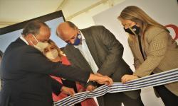 Mieres y autoridades de Delibest cortando cinta de inauguración