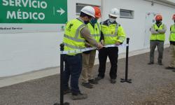 Delegación del MTSS en corte de cinta de sitio de construcción de UPM