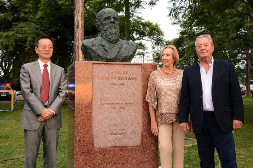 Busto Darwin en Punta Gorda