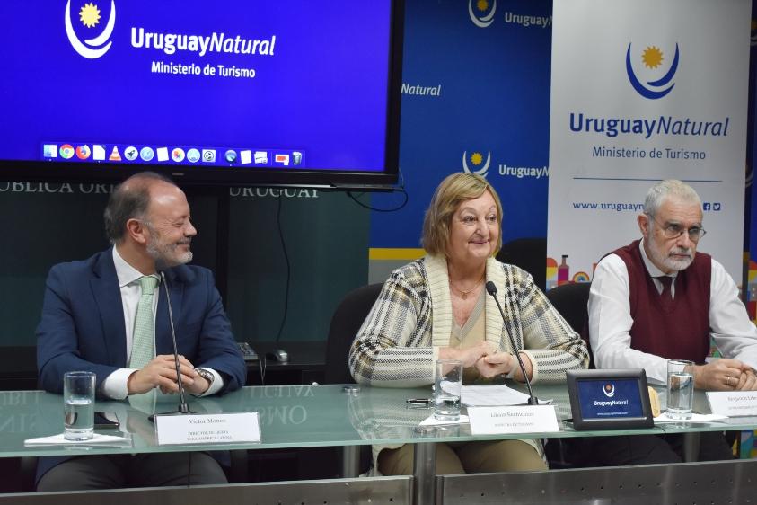 Víctor Moneo, Liliam Kechichian y Benjamín Liberoff durante la conferencia.