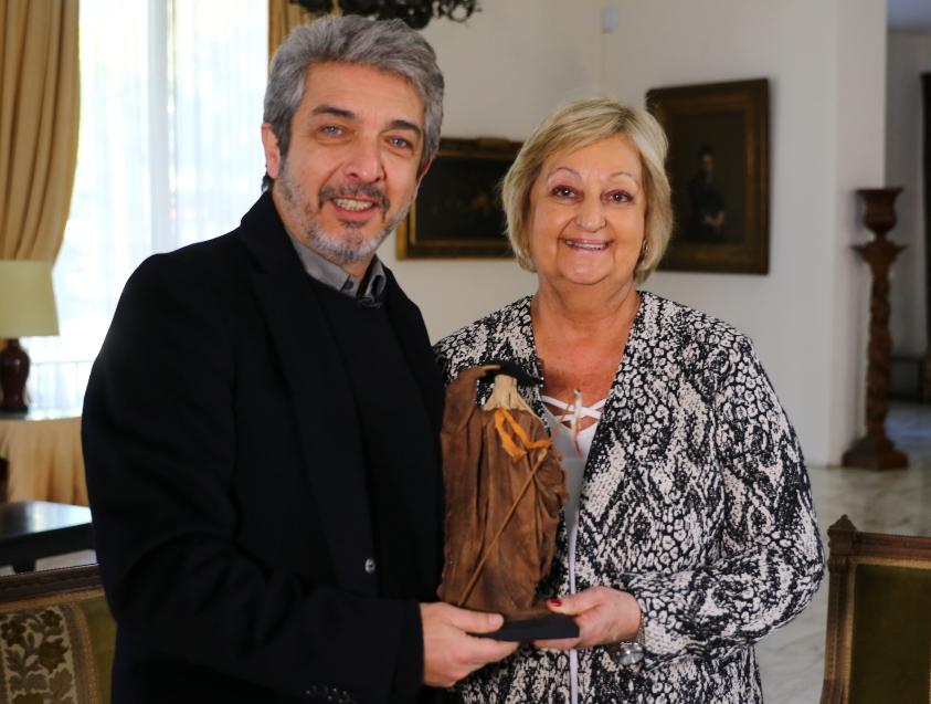 Ricardo Darín tras recibir el reconocimiento de El Gaucho de manos de Liliam Kechichian
