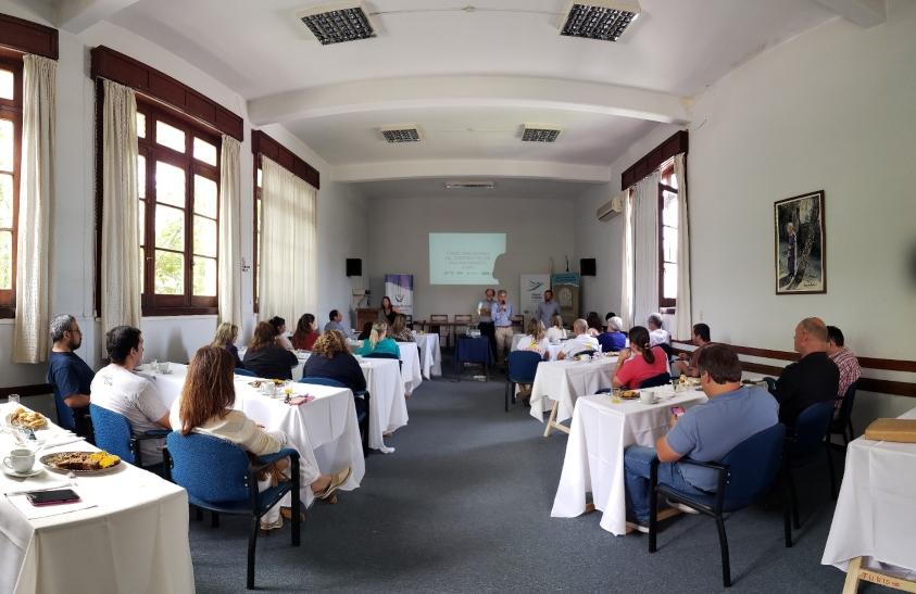 Reunión con emprendedores y empresas locales donde se presentó la convocatoria en el Centro Comercial de Soriano