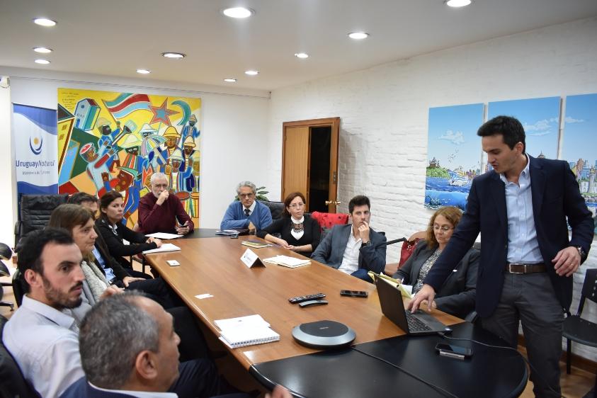 Presentación del informe de Global Blue ante el subsecretario Liberoff y la asesora Silvia Altmark
