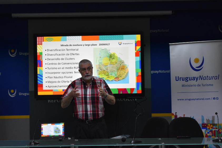Exposición de Benjamín Liberoff en presentación de consultoría