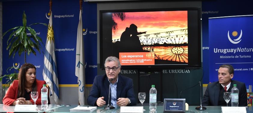 Lanzamiento de Salto te va a encantar con panel compuesto por: María Noel Rodríguez, Carlos Fagetti y Adrián Popruzuk.