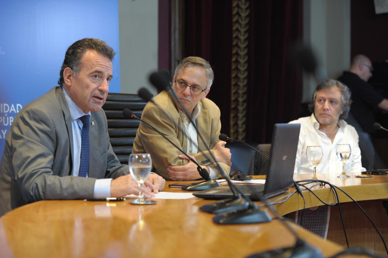 Ministro Salinas, rector de la UDELAR Arim y director ejectutivo del Instituto Pasteur en conferencia de prensa