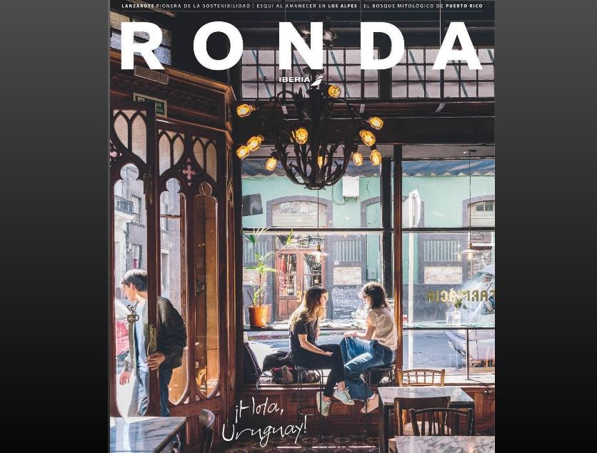 Tapa de la revista Ronda: dos jóvenes dialogando sentadas al borde la ventana del Café La Farmacia