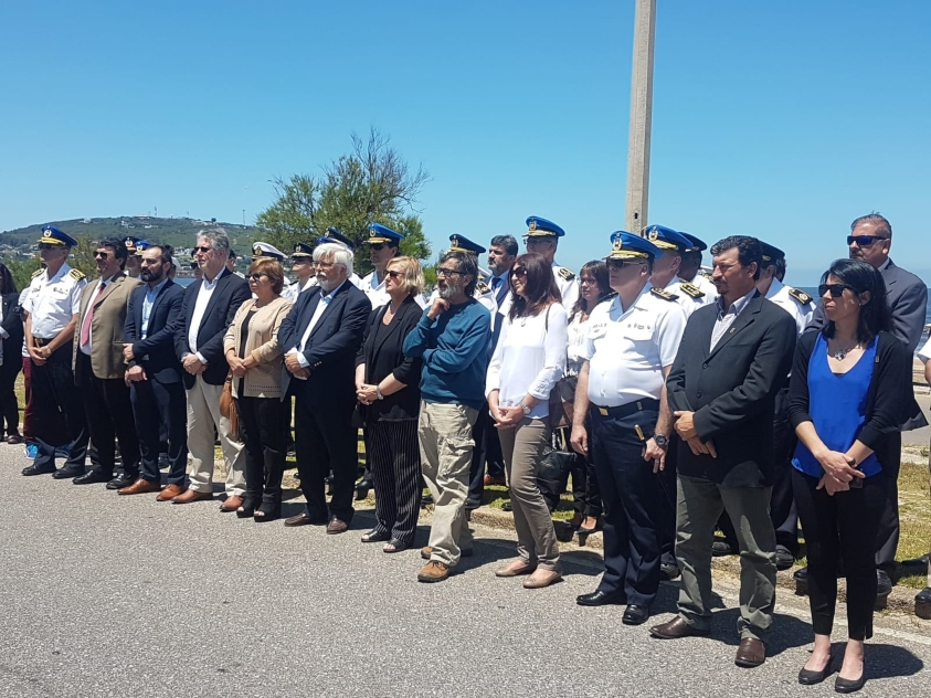 Lanzamiento de Verano Azul con todas las autoridades sobre la avenida de Piriápolis