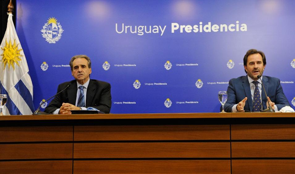 Ministro Cardoso y subsecretario Monzeglio en Torre Ejecutiva. Foto: Presidencia de la República.