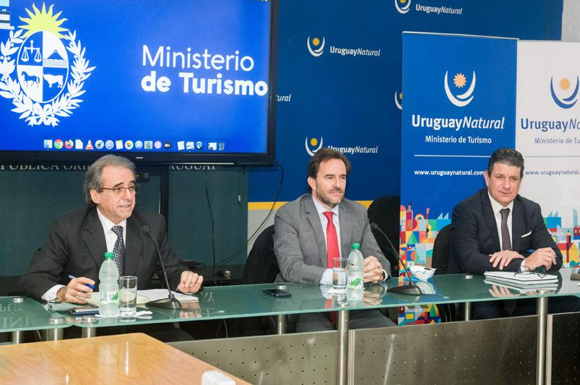 Ministro de Turismo, Germán Cardoso; Subsecretario de Turismo, Remo Monzeglio; Director Gral. de Secretaría, Ignacio Curbelo