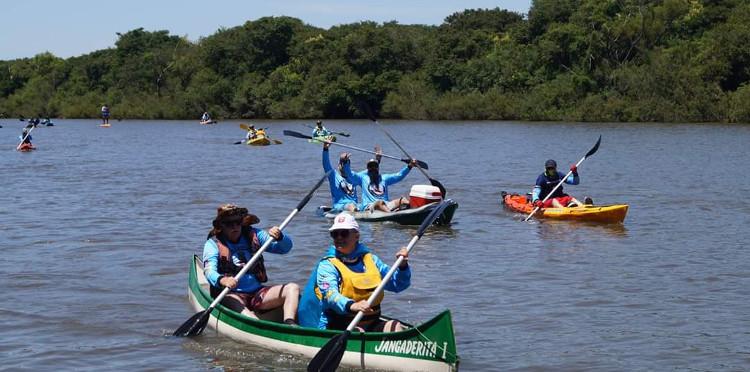 Concursantes navegan por ríos del Corredor Pájaros Pintados