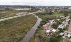 Zonas urbanas y suburbanas de la ciudad de Rivera, viviendas cercanas al arroyo Cuñapirú