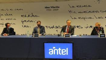 Autoridades de Antel y Mevir