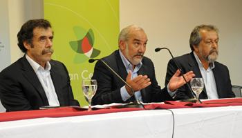 Miguel Brechner del Plan Ceibal, Wilson Netto de ANEP y Néstor Pereira del CODICEN