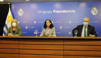 Carolina Cosse, Azucena Arbeleche y Luis Alberto Heber en conferencia de prensa