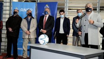 Pie de foto: Autoridades inauguran polideportivo en Ciudad del Plata
