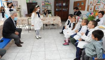 Robert Silva en escuela rural