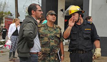 Prosecretario Juan Andrés Roballo durante la recorrida por la ciudad de Dolores