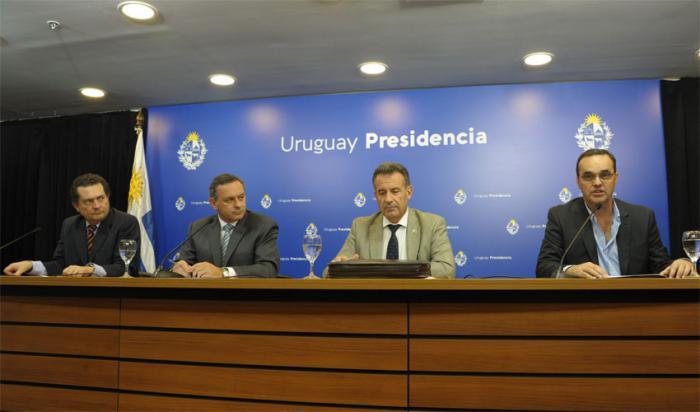 Secretario de Presidencia, Álvaro Delgado, prosecretario, Rodrigo Ferrés, ministros Daniel Salinas y Pablo Bartol