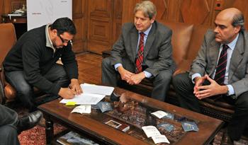 Presidente de la Cámara de Representantes, Alejandro Sánchez, con diputados promotores del proyecto