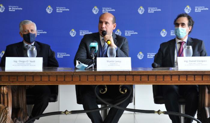 Ministro Martín Lema en firma de convenio con Cámara de la Construcción del Uruguay