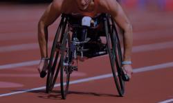 Deportista en silla de ruedas