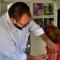 niña en vacunatorio